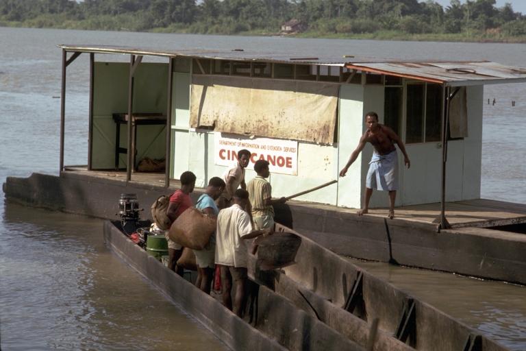 03-cinecanoe-papua-1969